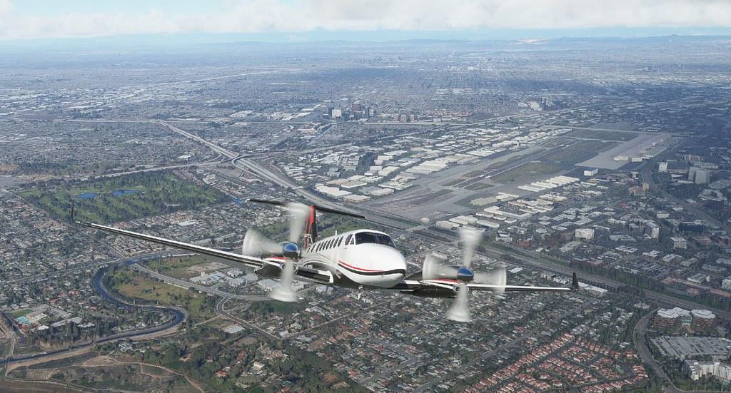 Beech King Air 350i departing KSNA.