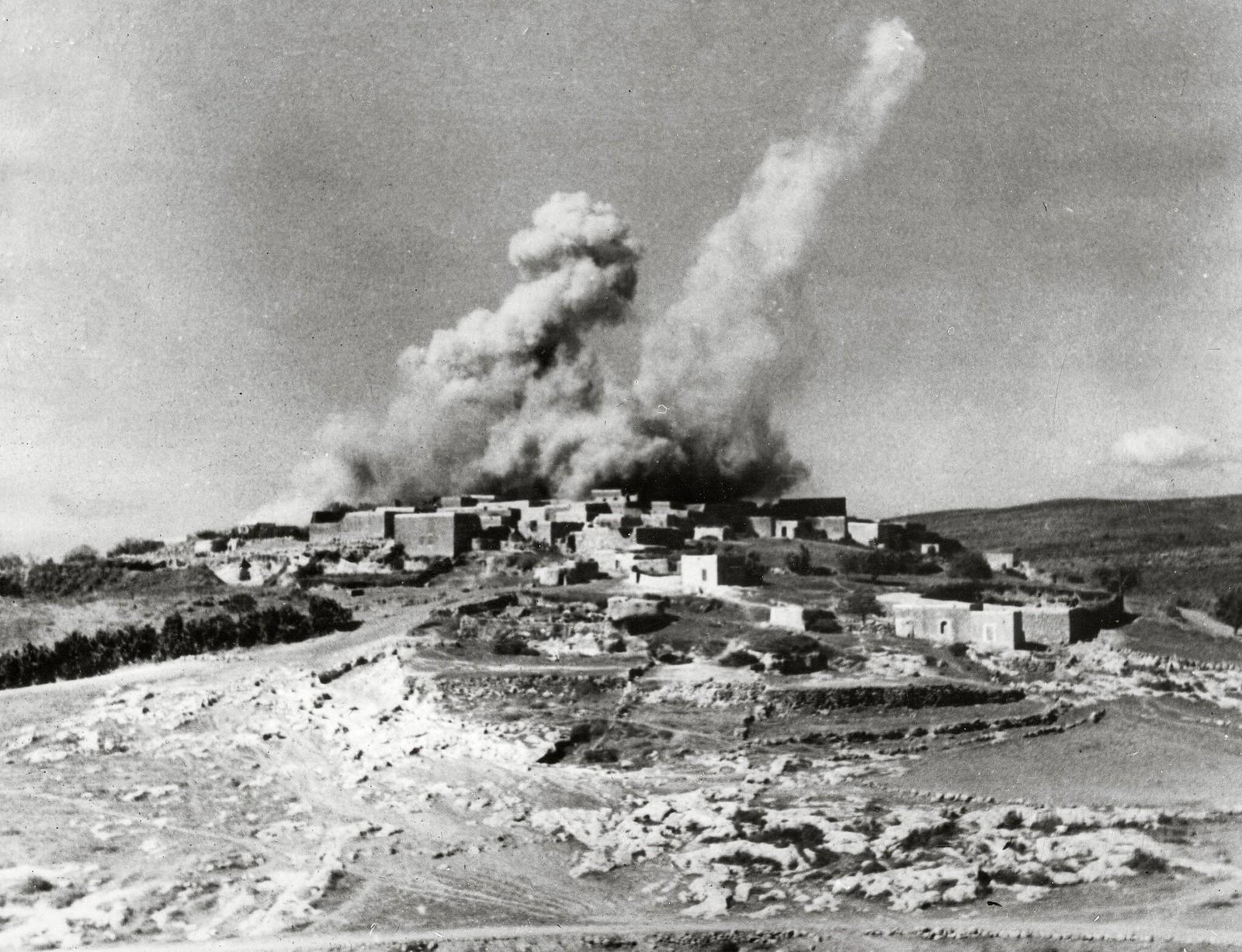03. Бомбардировка палестинской деревни британской армией