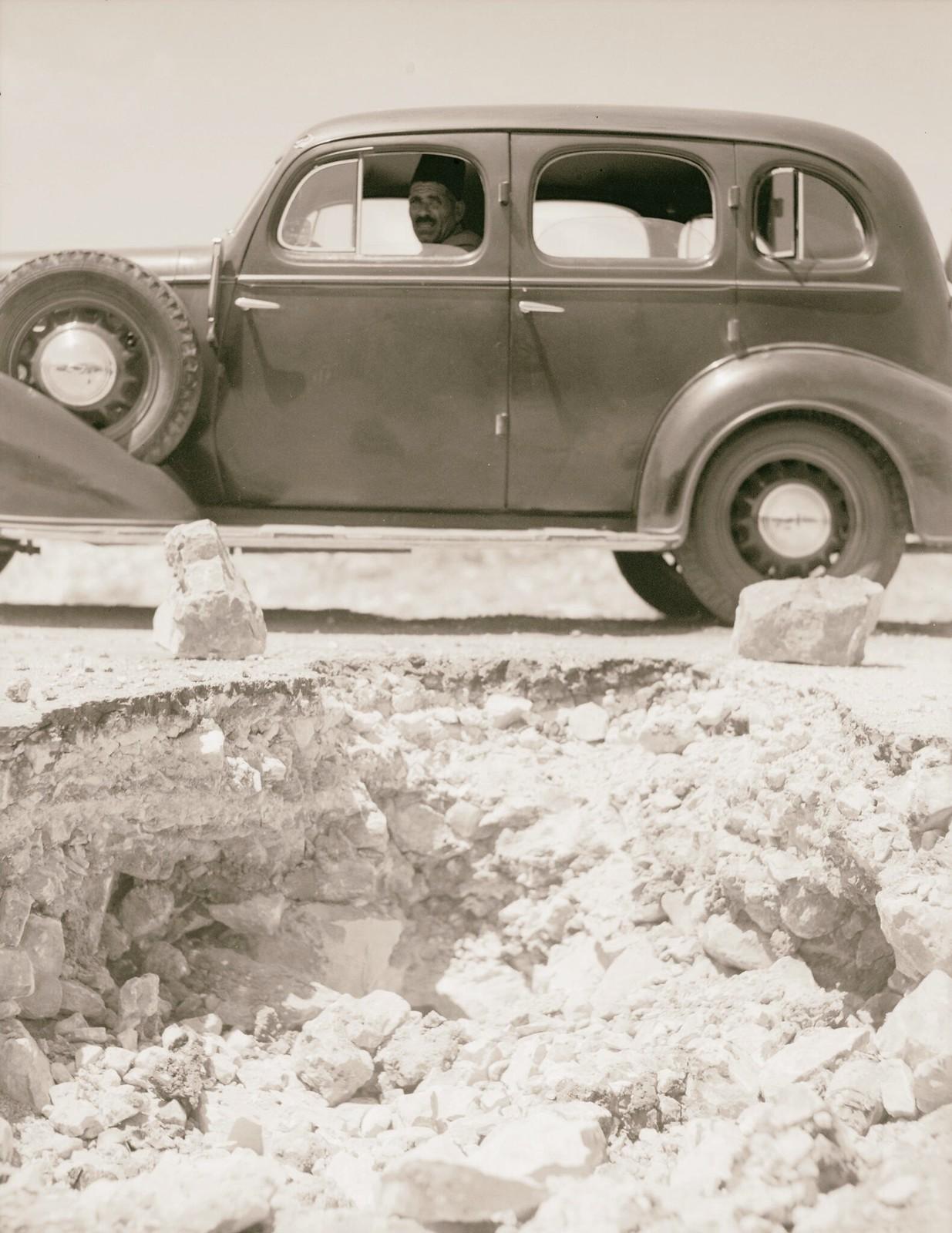 01. Огромные валуны на Хевронском шоссе, заложенные арабскими бандами для уничтожения полицейских и военных машин
