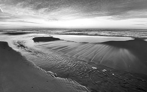 blackandwhite bw newyork blancoynegro beach dawn raw christmasmorning easthampton monochromegroupf64 iphone12promax longisland atlantic ocean iphone iphonography