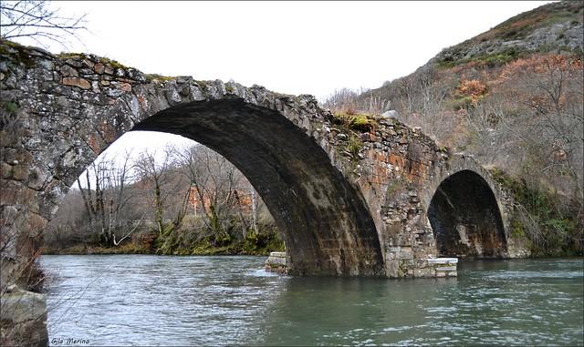 El viejo puente romano sobre el Torío