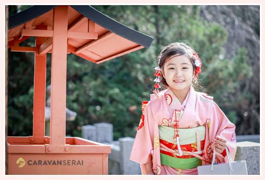 七五三 ピンクの着物を着た7歳の女の子