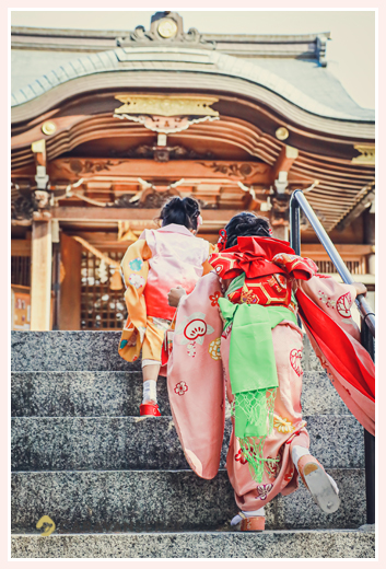 七五三 長い階段を登って神社に到着