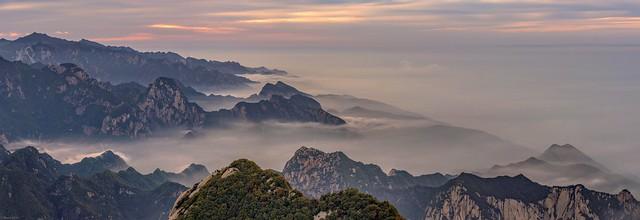 *Hua Shan Mountain Range @ sunset panorama*