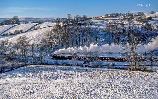 78022 (3) - Keighley & Worth Valley Railway - 29 December 2000- (Scanned slide)