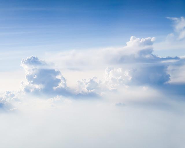 Nubes vistas desde la ventanilla de un avión