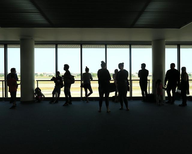 Aeropuerto con pasajeros