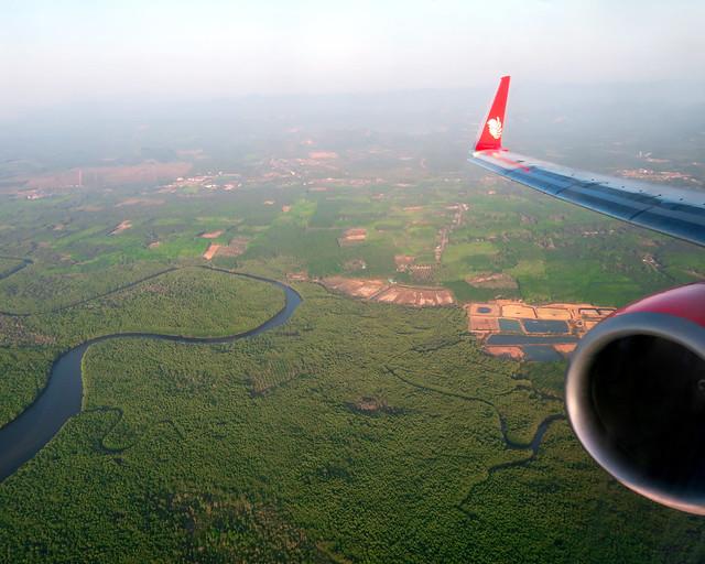 Avión sobrevolando el sudeste asiático