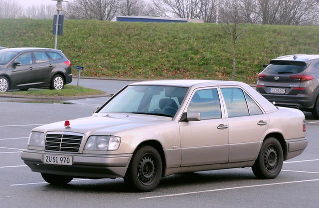 1993 Mercedes 250D ZU51970 with Christmas star warmer still on the roads of Denmark