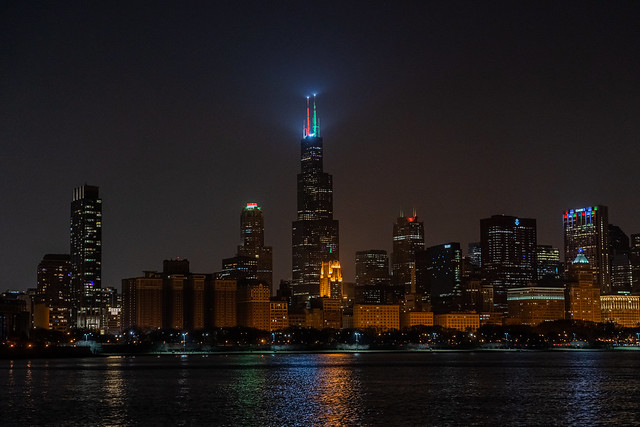 Chicago Holiday Skyline | Sears / Willis Tower Blinking Antennae Lights