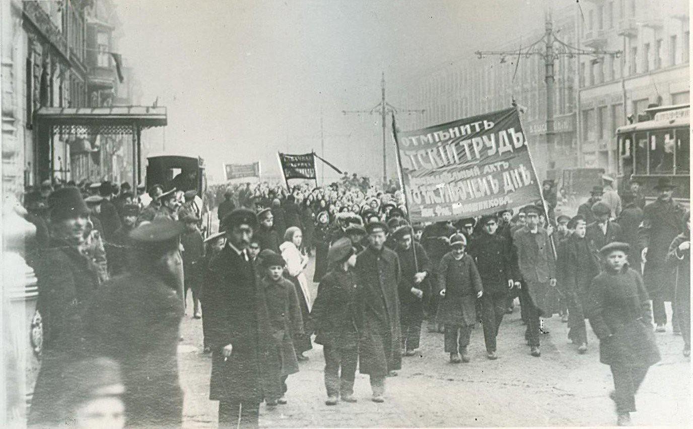 04. 19 марта. Демонстрация с требованием восьмичасового рабочего дня и отмены детского труда