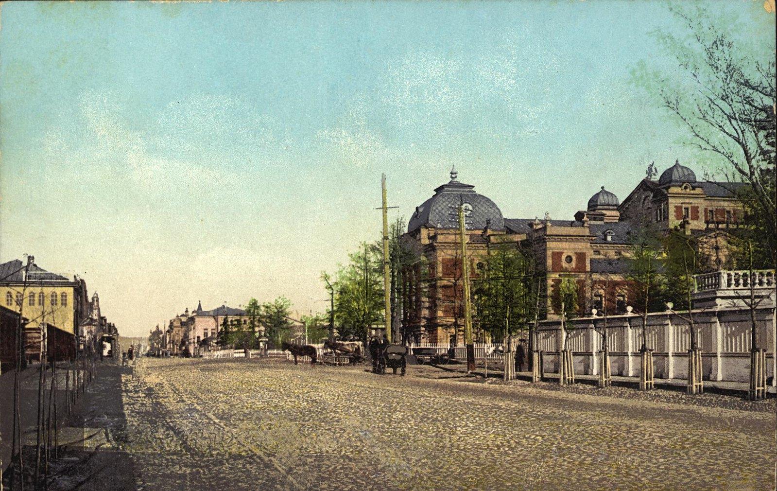 12. Большая улица между Музеем и Драматическим тетром