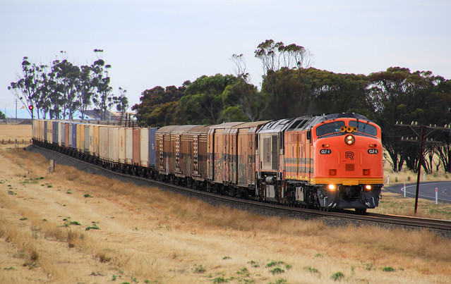 CLF4 and CSR009 lead an extremely late running MP9 through a stormy Dooen