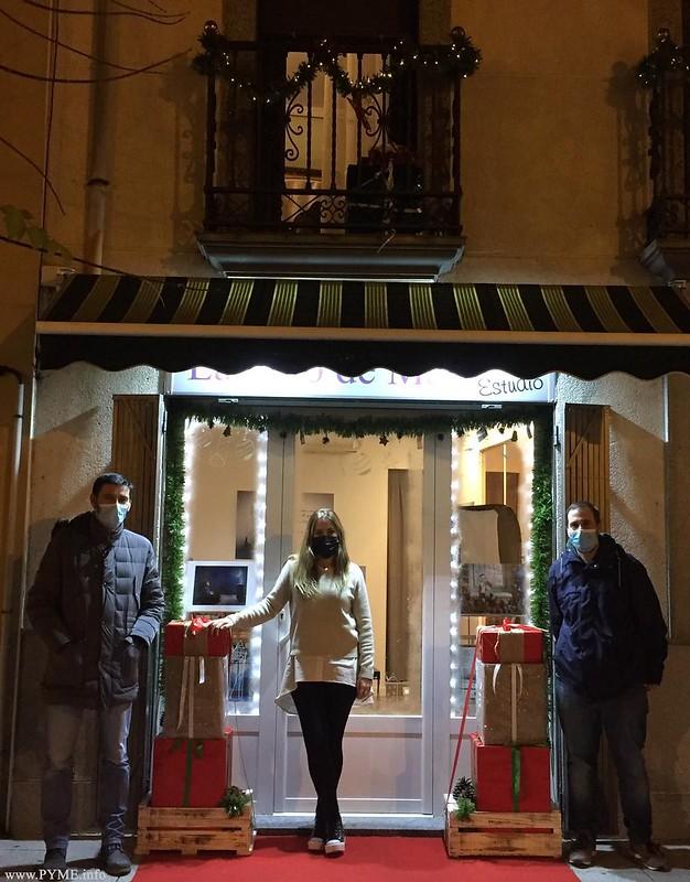 Miembros de la Junta Directiva de AFECIR visitan establecimientos participantes en el V Concurso  concurso de decoración de calles navideñas de Ciudad Rodrigo