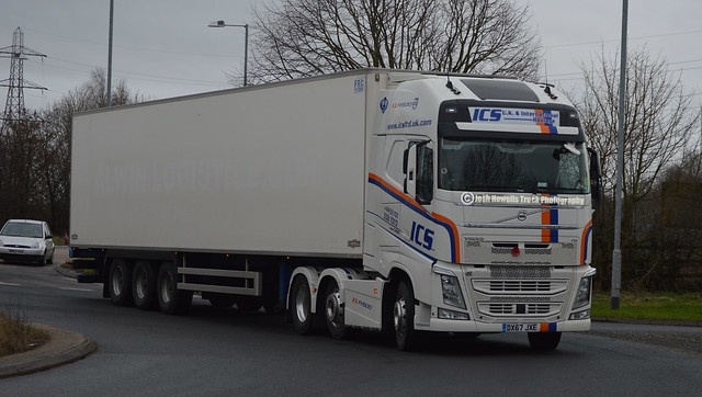 ICS Distribution DX67 JXE On The A5 At Oswestry