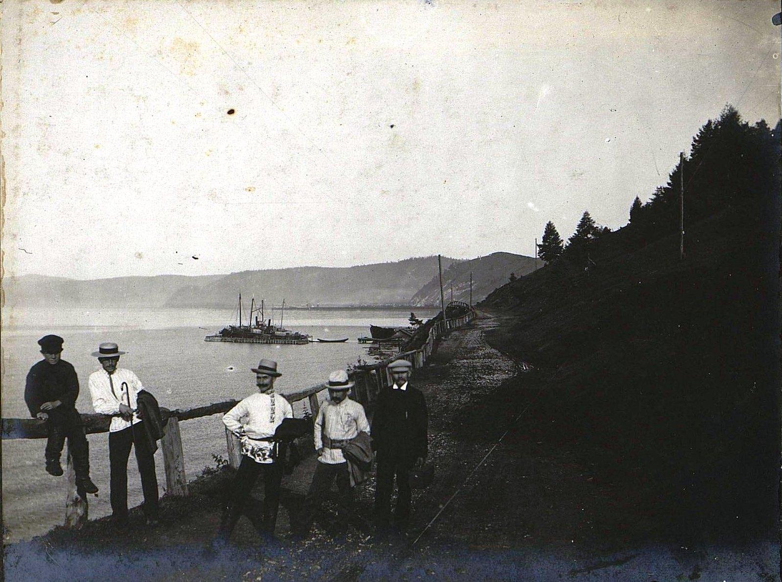 02. На берегу озера Байкал около села Лиственичное