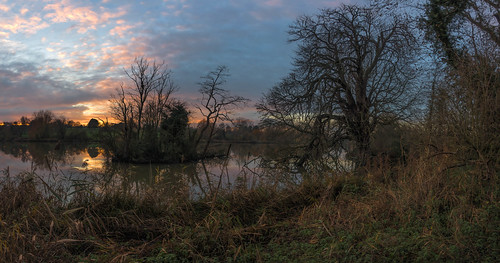 water winter sunset lake maidstone reflections sonyrx100m3 tree panorama kent motepark clouds england