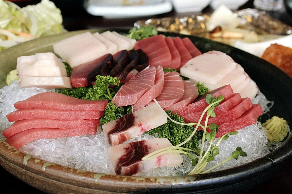 Assorted tuna sashimi plate
