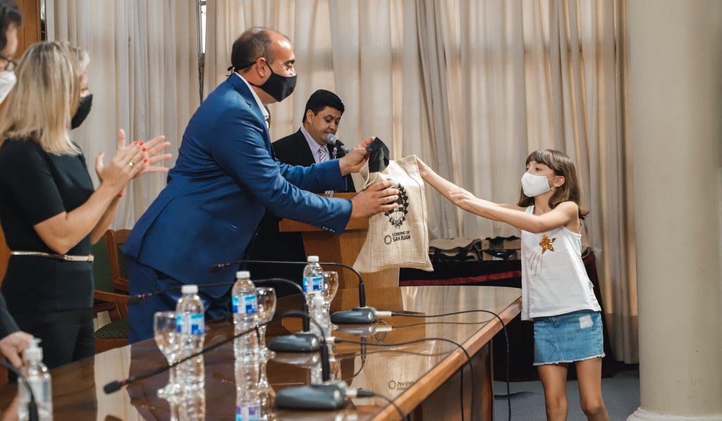 2020-12-21 PRENSA: Se entregaron los premios a los ganadores del concurso Jóvenes Científicos