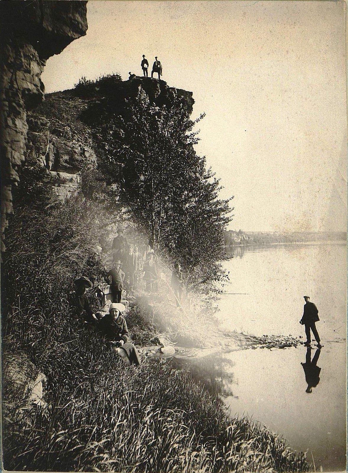 25. На берегу реки Белой