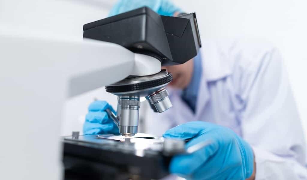 covid-19-un-régulateur-du-cancer-de-la-prostate-contre-ce-virus