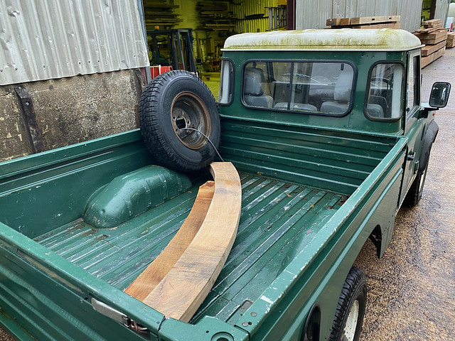 Replacement brace in Land Rover