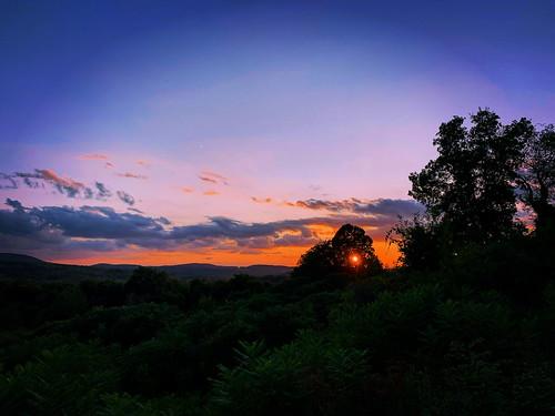 vermont sunset outdoor outdoors vermontsunset mountain mountainview bennington vt benningtonvermont clouds cloudysunset