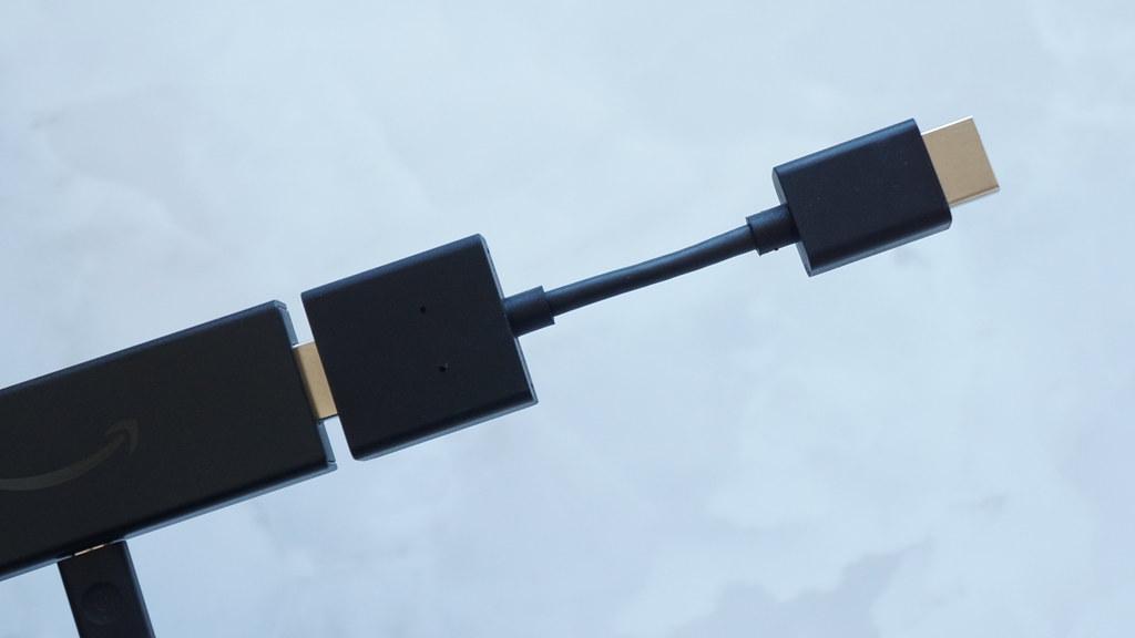 HDMI延長ケーブルを使用する