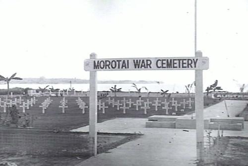 Oorspronkelijke ingang Australische begraafplaats Morotai
