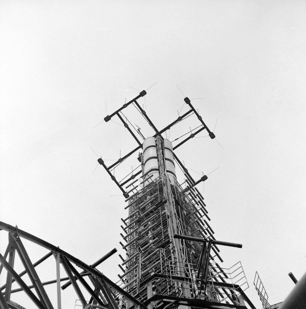 1945. Антенны на Эйфелевой башне