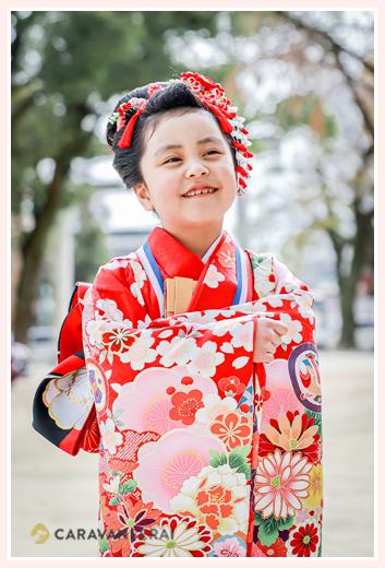 7歳の七五三 赤い着物を着て 髪形は日本髪