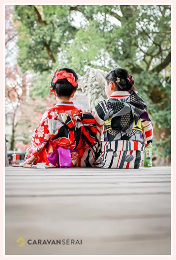 七五三 着物を着た姉妹の後ろ姿