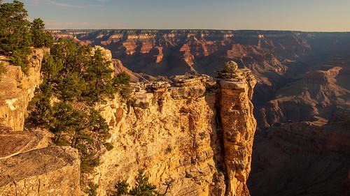 grandcanyon grandcanyonnationalpark canyon geologicalformation sunrise goldenhour light shadow overlook rim trail trailhead nationalpark grandviewpoint southrim arizona az unitedstates usa nikon d500 nikond500