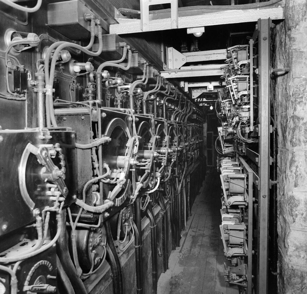 1945. Электроустановки Эйфелевой башни