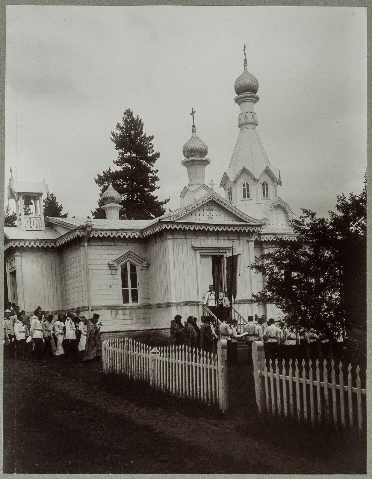 04. Крестный ход у церкви Михаила Архангела при летнем лагере