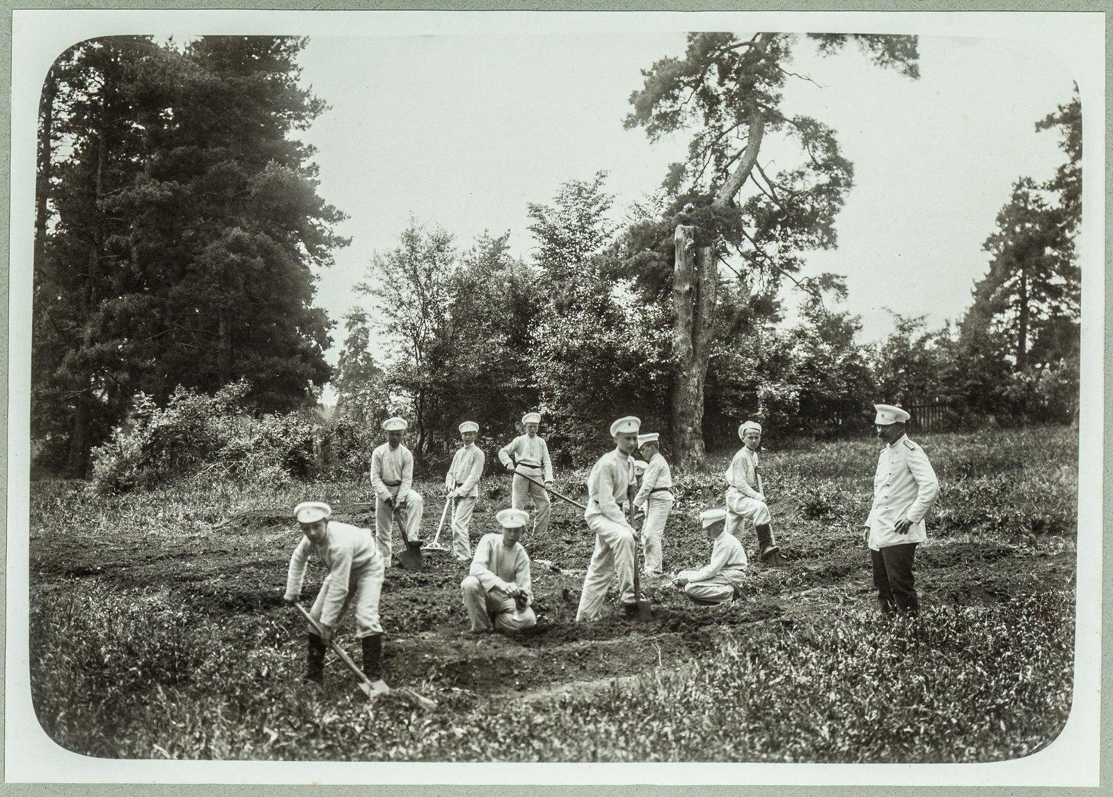 09. Садовые работы в летнем лагере