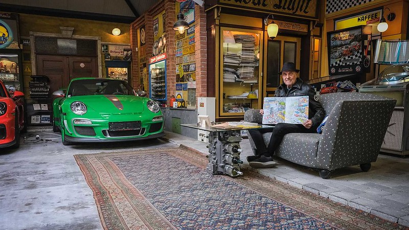80-year-old-buys-80th-porsche (7)