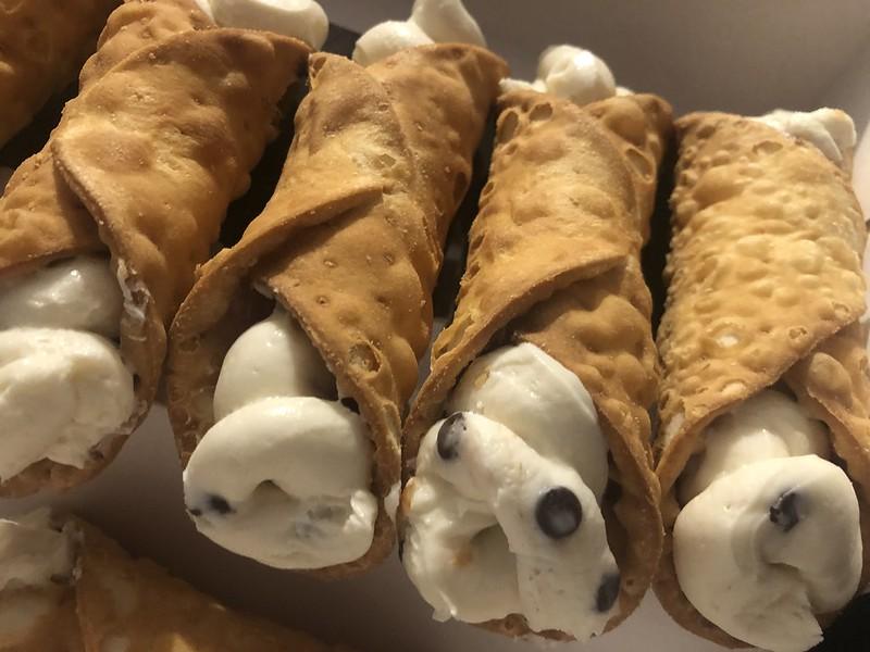 Cannolis - Carlos Bakery