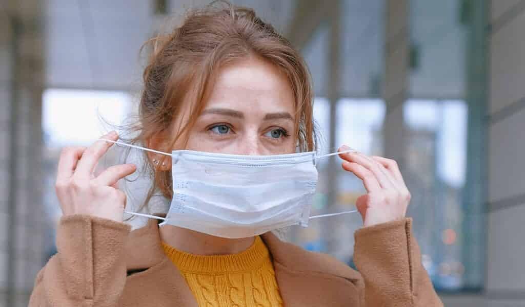 un-masque-ne-suffit-pas-à-arrêter-le-COVID-19