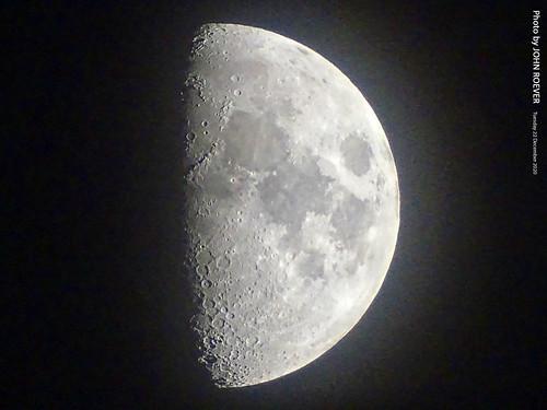 kansas johnsoncounty joco olathe kcmetro kansascitymetro moon quartermoon firstquartermoon halfmoon astronomy zoom zoomedin moonphoto moonphotograph moonphotography night evening aftersunset winter winter2020 december 2020 december2020 usa