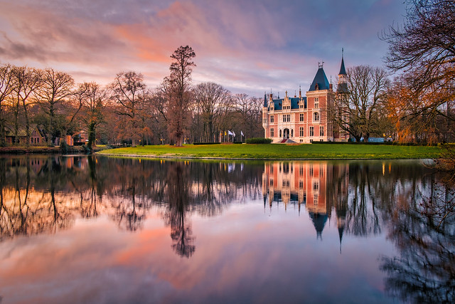 d'Aertycke Castle at sunset