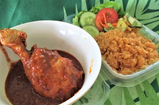 Nasi tomato ayam masak merah