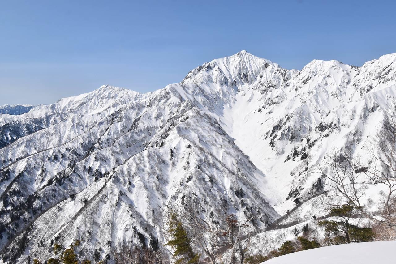 冬の北アルプス・遠見尾根から眺める鹿島槍ヶ岳