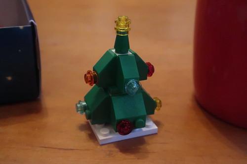 Weihnachtsbaum nach Bauanleitung hinter Türchen 23