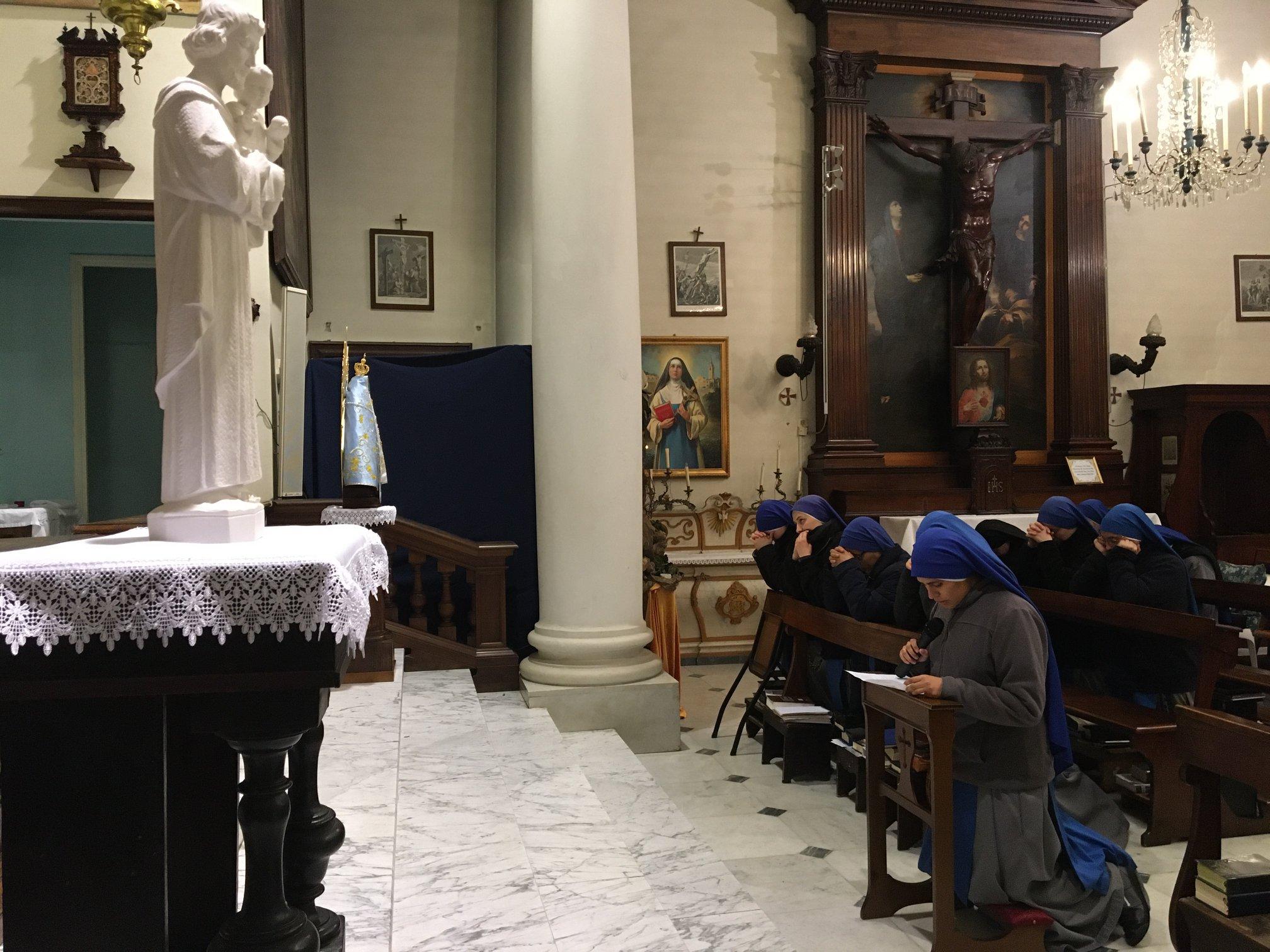 Italia - Ingreso al Monasterio de la Hna. María Elegida de Dios