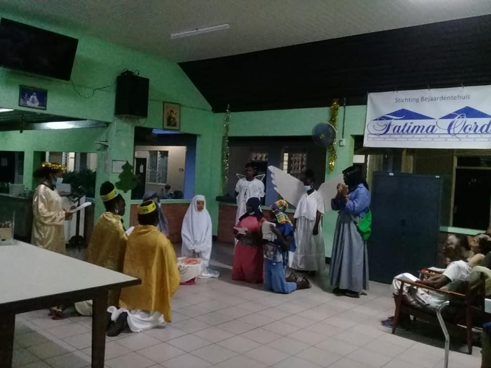 Suriname - Pesebre viviente en la residencia
