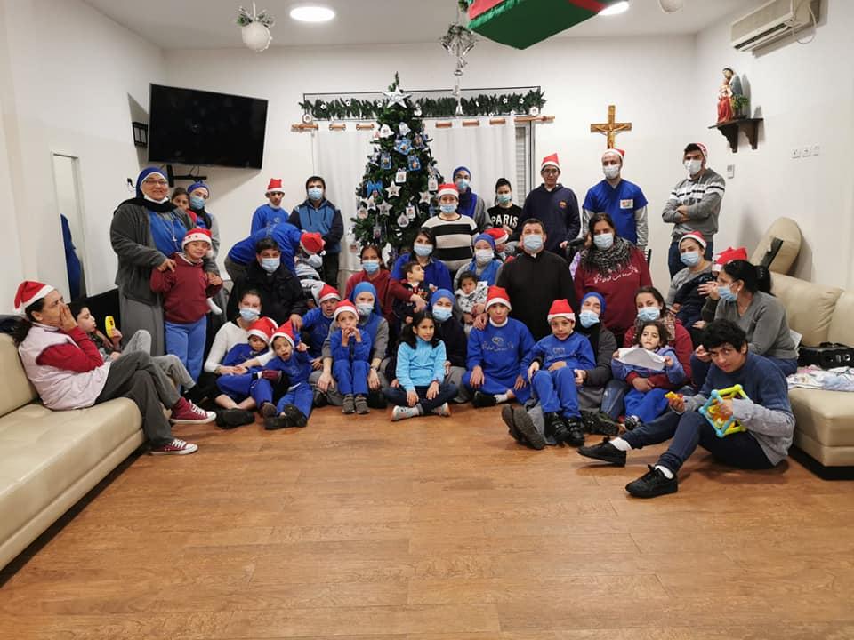 Tierra Santa - Armando el arbolito de Navidad