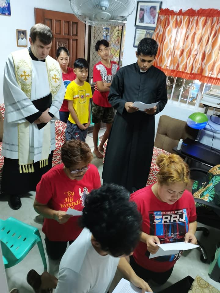 Filipinas – Entronización del Sagrado Corazón en las familias
