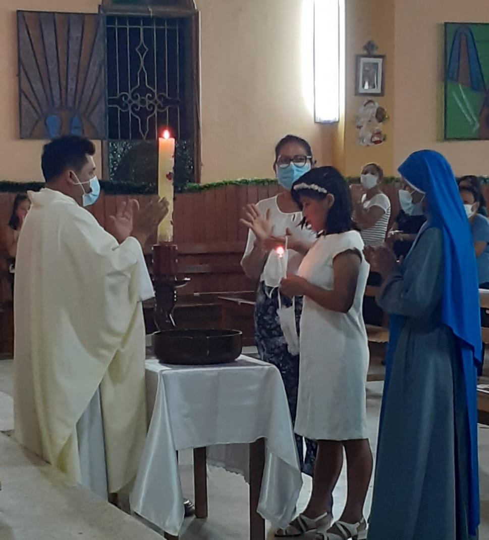 Perú - Bautismo y Primera Comunión de Elsy en la residencia de Iquitos