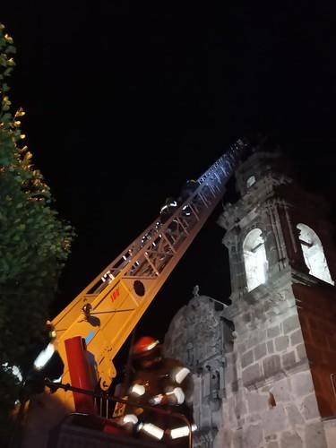 Rescatan aguililla en campanario del templo de Cajititlán